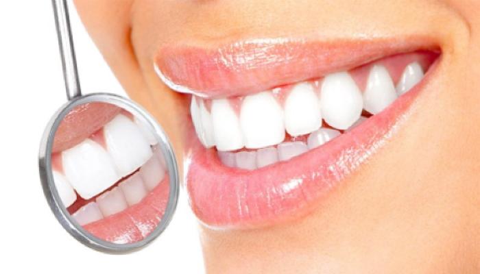 Чтобы сохранить здоровые зубы и красивую улыбку исключите из рациона эти продукты, и избавьтесь от этих привычек