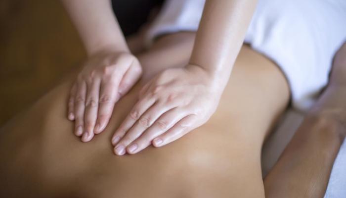 массаж, чтобы снять боль в спине