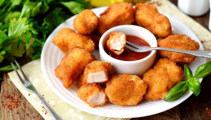 Побалуйте семью вкусными куриными наггетсами, приготовленными в домашних условиях. 3 рецепта приготовления + видеорецепт наггетсов как из KFC
