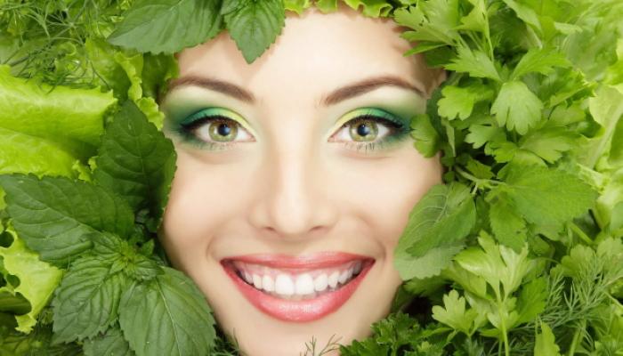 9 рецептов зеленой маски для лица с потрясающим эффектом